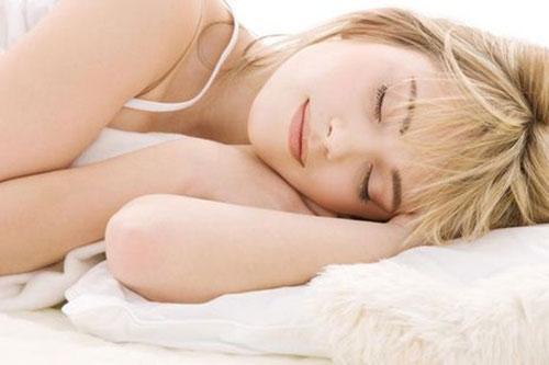 Ngủ đủ và ngon giấc giúp bạn bảo vệ sức khỏe và giảm cân hiệu quả