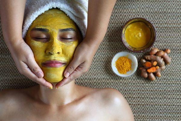 Cách làm đẹp da mặt sau sinh với nguyên liệu tự nhiên