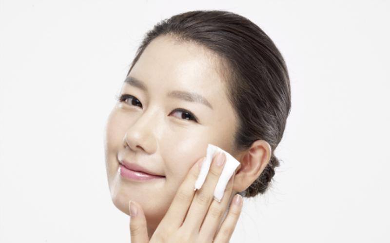 Bạn hoàn toàn có thể yên tâm sử dụng tẩy trang dạng dầu cho làn da của mình