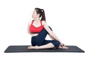 Tap-yoga-giam-can-tai-nha-bang-cac-bai-tap-don-gian