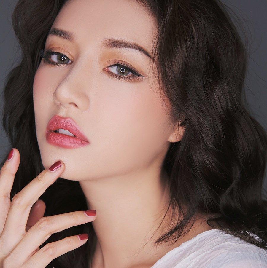 Trang-diem-mat-1-mi-Han-Quoc-nhu-the-nao